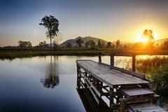 在渔跳船的平静的日出 图库摄影
