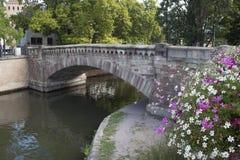 在渠道的桥梁 免版税库存照片