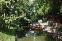 在渠道的游船在苏州中国 库存照片