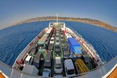 在渡轮墨西拿海峡,意大利的汽车 免版税库存照片