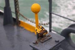 在渡轮的老水力杠杆 免版税库存照片