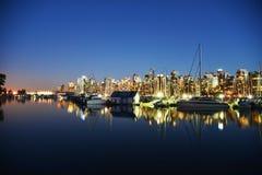 在温哥华口岸1的夜场面 免版税库存照片