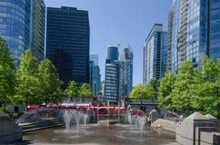 在温哥华,不列颠哥伦比亚省浇灌江边的公园 免版税库存照片