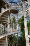 在温室温室的螺旋楼梯在Kew庭院Southwes里 免版税库存照片