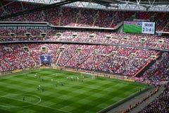 在温布利球场,伦敦的足球比赛 免版税图库摄影