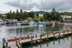 在温德米尔,湖DISTRICT/ENGLAND - 8月20日的BOWNESS :小船 免版税图库摄影