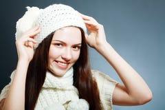 在温暖的帽子的妇女衣物 库存照片