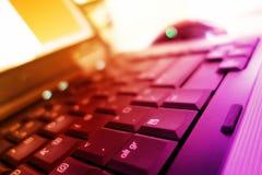 在温暖的颜色的笔记本键盘 免版税库存图片