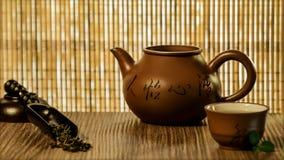 在温暖的颜色的茶道 免版税库存照片