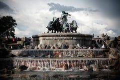 在港口前面的Gefion喷泉在哥本哈根,丹麦 免版税库存图片