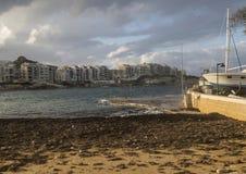 在港口旁边靠岸在戈佐岛的,马耳他Marsalforn 图库摄影