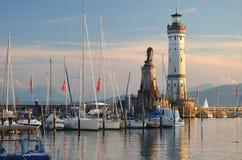 在港口的入口的美丽如画的看法在湖的Bodensee,德国林道海岛 库存照片