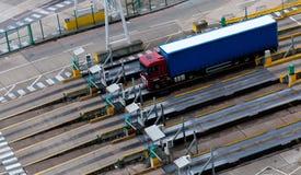 在港口的卡车 免版税库存照片