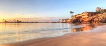 在港口的日落在科罗娜del Mar 免版税库存照片