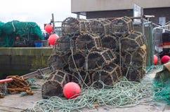 在港口的码头区存放的虾笼在Kinsale在科克郡 免版税库存照片
