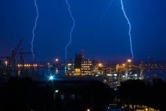 在港口的闪电 免版税库存照片