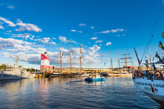 在港口的Sailingships 免版税库存照片