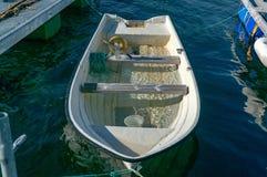 在港口着陆的一条木小船的击毁 免版税图库摄影