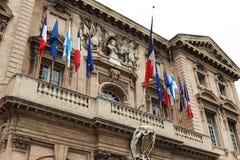 在港口附近的城镇厅门面在马赛,法国 免版税库存照片