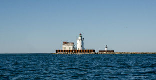 在港口附近的灯塔 库存图片