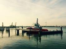 在港口鹿特丹的船 库存图片