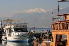 在港口,老镇Kaleici,安塔利亚的小船 免版税图库摄影