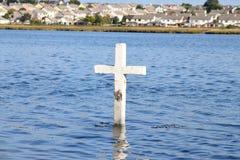 在港湾Atalia,戈尔韦,爱尔兰的十字架 免版税库存图片