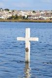 在港湾Atalia,戈尔韦,爱尔兰的十字架 库存照片