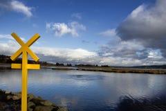 在港湾Swilly, Co旁边的标志 Donegal,爱尔兰 免版税图库摄影