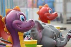 在游乐园的塑料动物 免版税库存图片