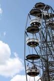 在游乐园的巨型轮子 免版税库存照片