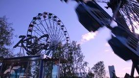在游乐园的弗累斯大转轮行动的 股票录像