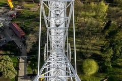 在游乐园的弗累斯大转轮 库存照片