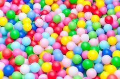 很多色的塑料球 免版税图库摄影