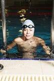 在游泳池的微笑的孩子 图库摄影