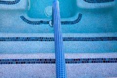 在游泳池的抽象线 免版税库存图片