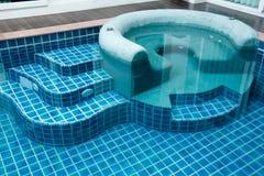 在游泳池的极可意浴缸 免版税库存照片