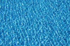 在游泳池的水 免版税库存图片