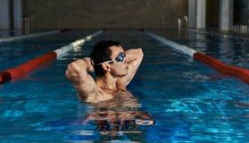 在游泳池的男性 免版税库存图片