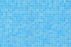 在游泳池的蓝色陶瓷砖马赛克 库存图片