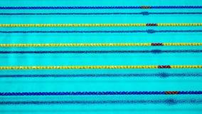 在游泳池的车道绳索 免版税库存照片