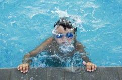 在游泳池 免版税库存照片