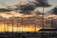 在游艇后的日落在小游艇船坞在酒吧城市,黑山 库存图片