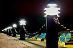 在游艇港口的灯 免版税库存图片