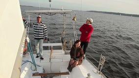 在游艇的家庭度假,室外活动,假日,巡航 股票视频