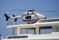 在游艇的直升机 库存照片