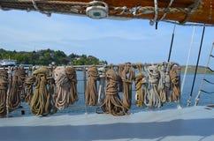 在游艇的绳索 库存图片