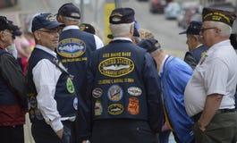 在游行前的退伍军人逆 免版税库存照片