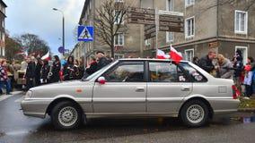 在游行期间的老波兰汽车Polonez 免版税库存照片