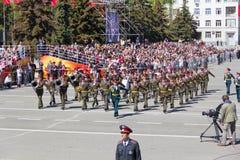 在游行的俄国军事乐队行军在每年胜利 免版税库存照片